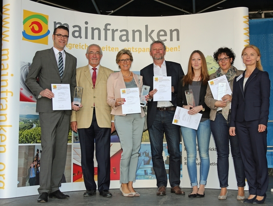 GRUPPENFOTO FamilienfreundlichsterArbeitgeber2014